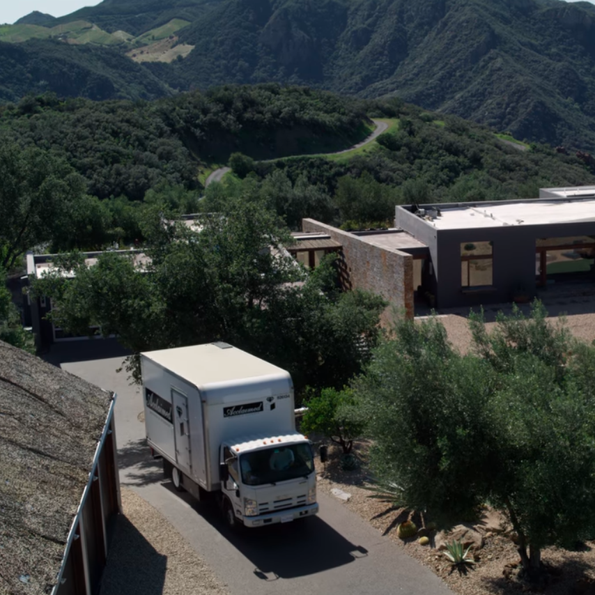 image of truck transporting art from 'Velvet Buzzsaw' (2019)